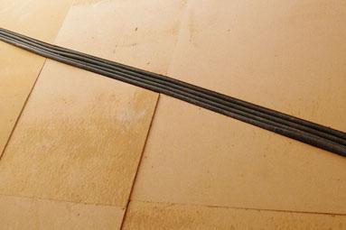 Holzfaserdämmung mit Rohrleitung