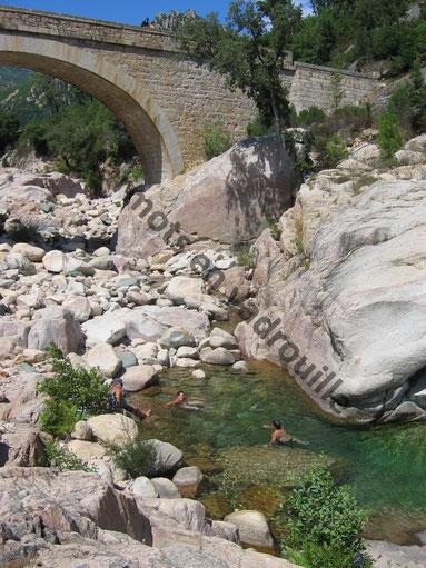 baignade en rivière en Corse
