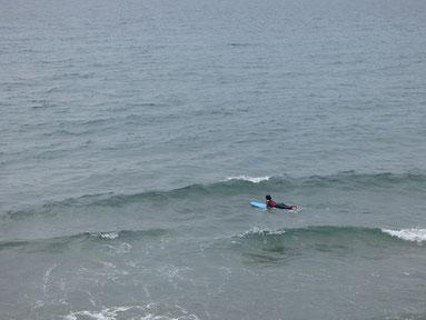 少し満ちてきてインサイド寄りは波出てましたが、乗るには厳しい感じでした。