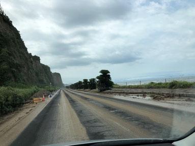 270号線の蓬莱が崩れ土砂が流出。