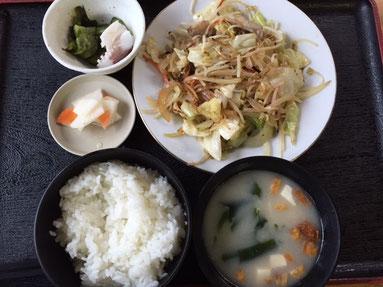 私は野菜炒め定食!