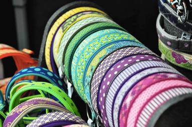 Halsbänder Markt kühle Farben
