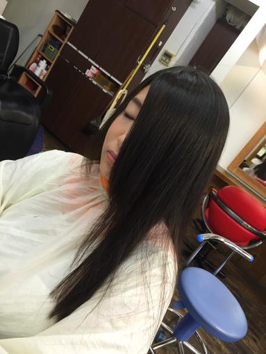 前髪の毛先にはほんのりカールが欠かせない