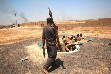Kurdisk-irakiske peshmergas i kamp mod IS syd for Kirkuk