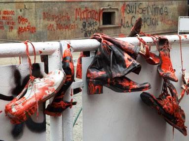 Protestsymbol mod voldtægter og mord, begået af politi og militæret