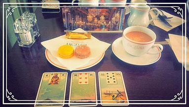 ヴェルサイユ宮殿のカフェにて