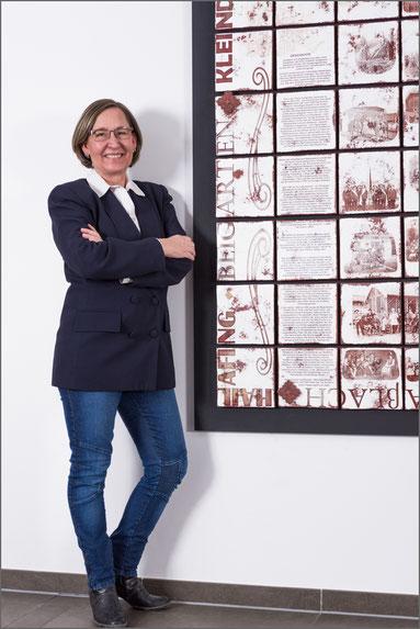 Bild, Künstler, Portrait, Künstler-Portrait, Terri Lloyd, Keramik-Installation, Bürgerhaus, Straßlach, Oehlmann-Photography