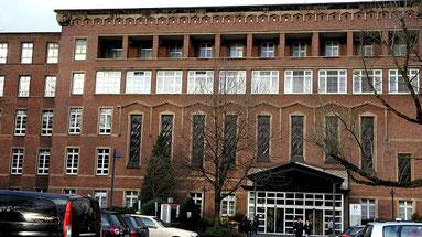 Blick auf die Helios St. Johannes Klinik in Hamborn (RP-Foto: Andreas Probst)