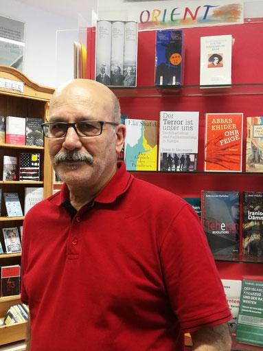 Mit seinem literarischen Sortiment will Jalal Rostami Gooran auch zur Völkerverständigung zwischen Ost und West beitragen