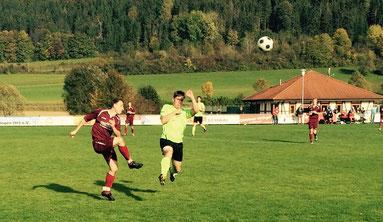 Patrick Amico (re) im Kampf um den Ball