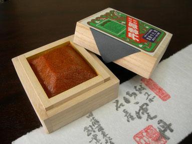 日本三大珍味の一つとも言われる越前仕立て汐雲丹。福井では越前雲丹、越前塩うに、ともいわれる品で200年間伝来の製法_塩蔵法_バフンウニと塩だけで作る大変ウニの旨味濃厚な一品です。