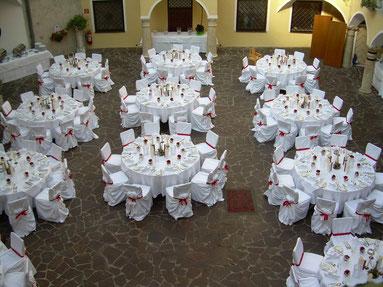Hochzeitstafel im Schloss Weikersdorf - Arkadenhof