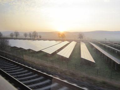 Mögliche Blendungserscheinung durch reflektierte Sonnenstrahlung einer PV-Anlagen entlang einer Bahnstrecke