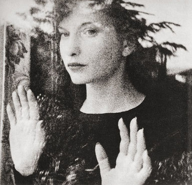 ꧁ ©Maya Deren, Meshes of the Afternoon, 1943 ꧂