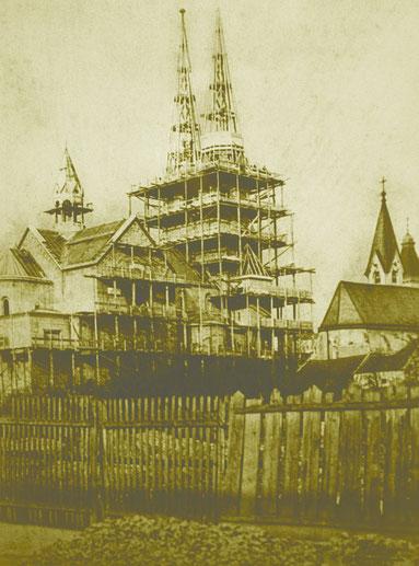 Der Kirchenbau beginnt.