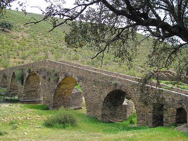 Brücke über den Rio Almonte in der Extremadura