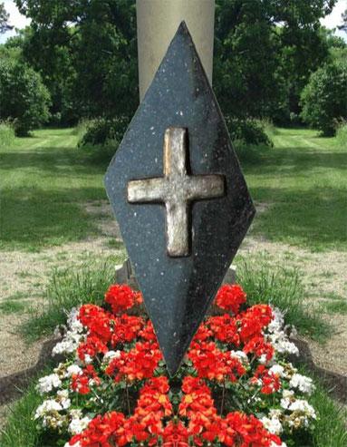 Edles Deko- und Grabkreuz auf Granit