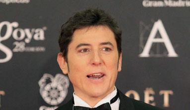 Manel Fuentes, presentador de la gala, en la alfombra roja. Fuente: EFE