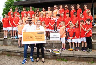 Unsere Tennis-Jugend mit Jungendwartin Maja und Benni von der Interhyp AG