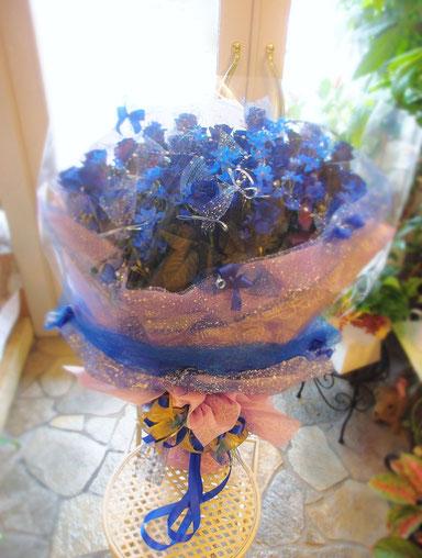 青バラとデルフィニウムの花束