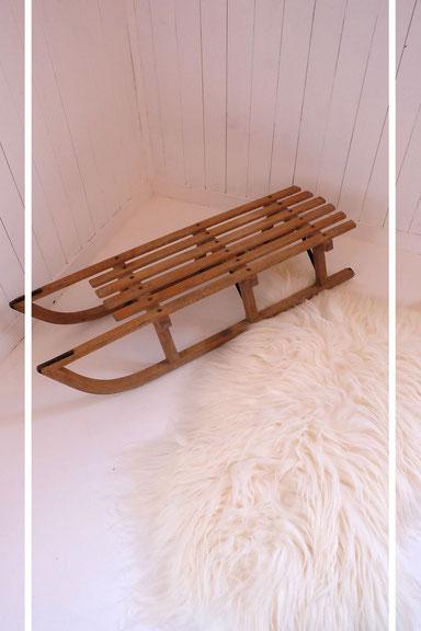 Ancienne luge en bois et patins en métal
