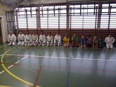 een paar van de leerlingen in de dojo