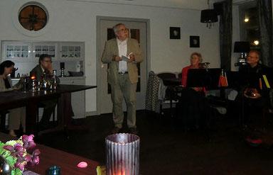 Der Auszeichnungsabend schließt mit einer Lesung des Preisträgers Eckhard Erxleben.