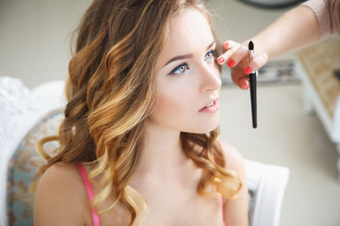 Professionelles Tages-Make-up, Abend-Make-up, Hochzeits-Make-up, individuelles Make-up