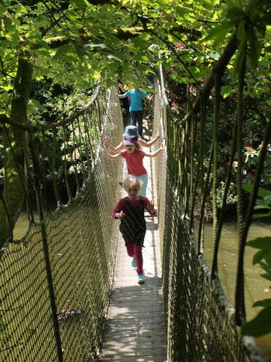 le pont suspendu du Parc Botanique de Haute Bretagne