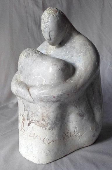 """""""Femme blanche"""", sculpture en terre-cuite laquée et incrustation de nacre. Environ 20 cm de hauteur"""