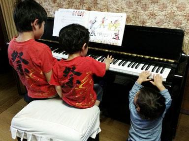 兄弟でピアノ