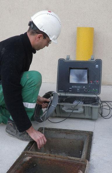 Installation de la caméra d'inspection des canalisations