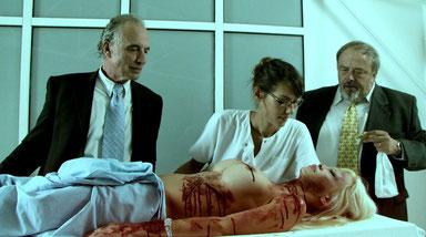 Doria Tillier (miss météo de Canal Plus) dans le rôle du médecin légiste...