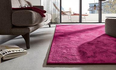 Angepasster Teppich in einer schicken Wohnung