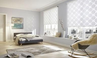 Schalfzimmer mit hübschen Twinrollos