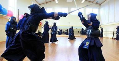 Kendo ist ein Kampfsport, der nicht nur Beweglichkeit und Technik trainiert, sondern auch Entschlossenheit und Disziplin. (Frank Thomas Koch)