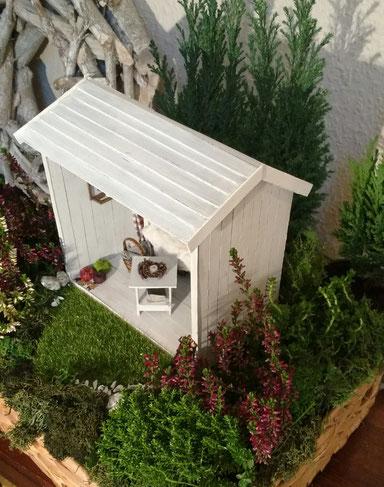 Miniaturhaus aus Pappe