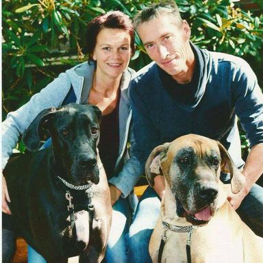 Wij met onze Doggen Fausto en Nudar
