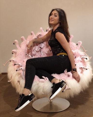 Living: Designer Stuhl mit Flamingo