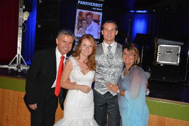 Vater spielt die Hochzeit vom Sohn :-)