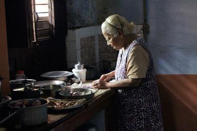 Amma in der Küche
