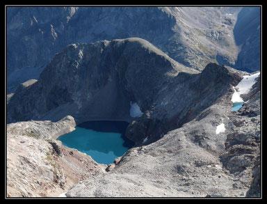 Notre lieu de bivouac, lac glacé, et lac anonyme