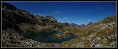 Lac des Isclots, Lustou au fond