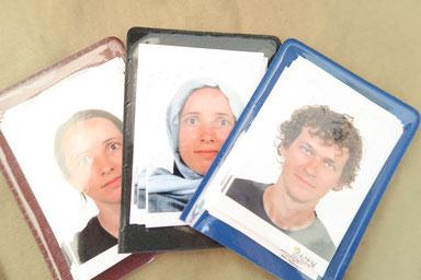 Passfotos für die Visa. Für Steffi auch mit Kopftuch