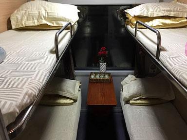 Zugfahren in Vietnam. Vierer Softsleeper von Ho Chi Min nach Da Nang.