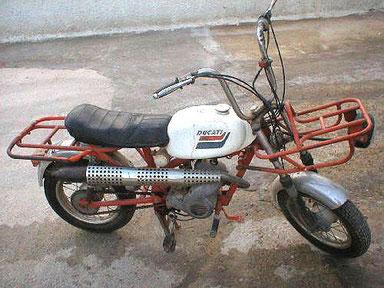 """Ducati Mini 3 con el equipo """"Carguero"""" al completo"""