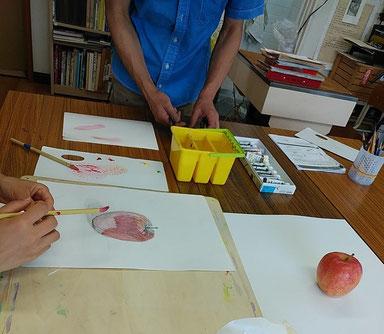 林檎のデッサンに彩色してみる。