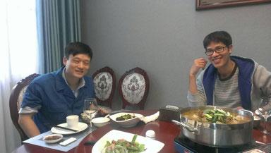 貴陽の会社のゲストルームで中国のお客様&営業マンと