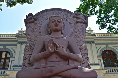 9 Days in Sri lanka - Buddha Statue in Kandy
