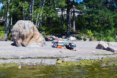 Kayaking in Finland - Relaxing at the beach